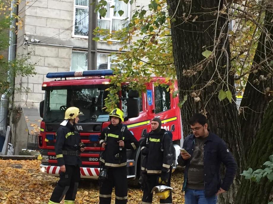 (foto) Incendiu la StarNet, a fost afectat unul dintre cele două noduri de distribuire a internetului în Moldova