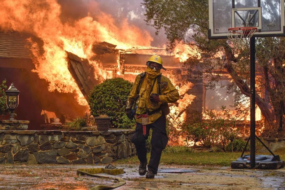 (video) Incendii uriașe în SUA. Cel puțin zece oameni au murit în regiunile viticole din California