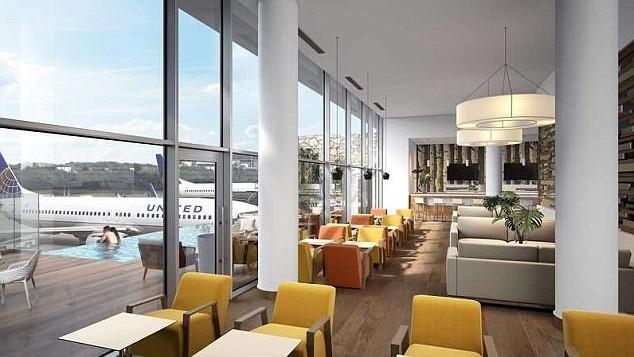 (foto) Aeroportul unde pasagerii pot să-și aștepte avionul într-o piscină aflată la doar câţiva metri de aeronave