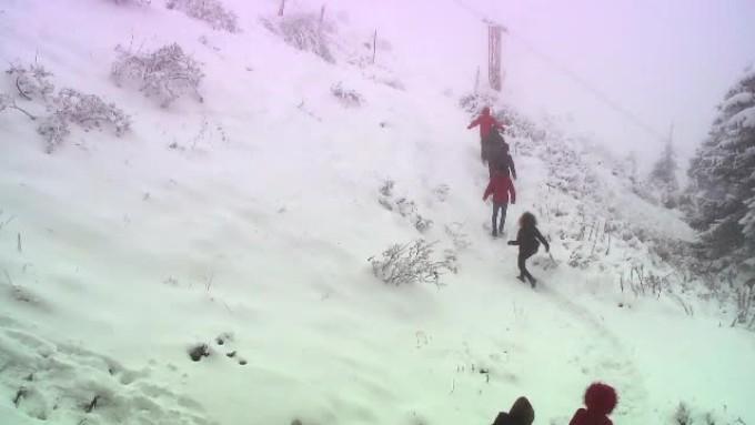 (video) În România ninge, cel mai mare strat de zăpadă este de 82 de centimetri, pe Vârful Omul, în Munții Bucegi