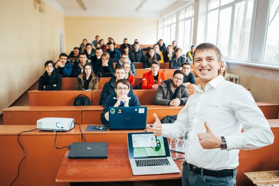 O carieră reușită în domeniul IT poate începe cu ICT Career Orientation. Nu rata șansa de a învăța de la profesioniștii IT