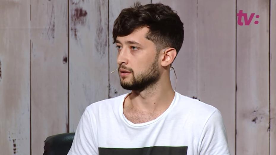 (video) Alexandru Frolov, fiul activistei LGBT, povestește cum a fost crescut și educat de un cuplu de femei