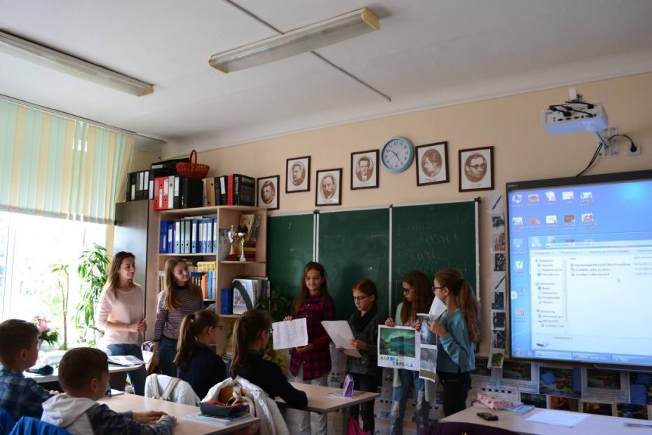 """(vox, galerie foto) Profesori pe 24 de ore sau cum liceenii de la """"Spiru Haret"""" au condus școala timp de o zi"""
