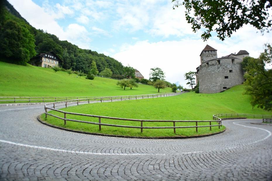 castle-176130_960_720