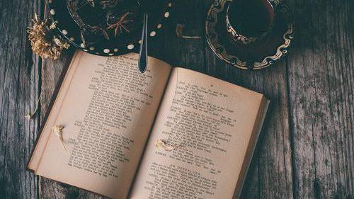 9 cărți pe care le citești în zilele de toamnă pentru a-ți îmbunătăți cunoștințele și vocabularul în limba engleză