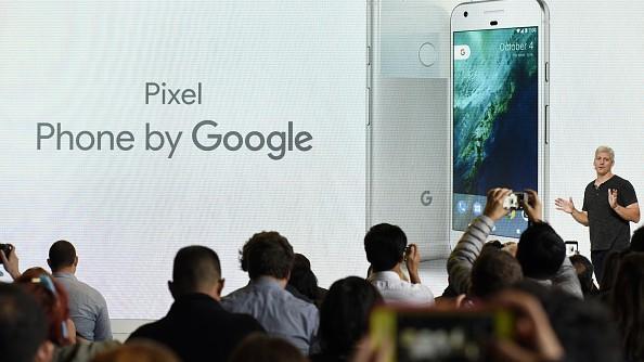(foto, video) Pixel 2 și Pixel 2 XL. Cele mai scumpe smartphone-uri pe Android de la Google