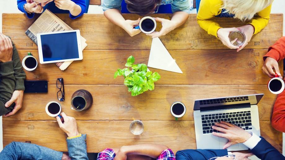 API te ajută să-ți dezvolți un start-up media online. Tot ce trebuie să știi despre concurs