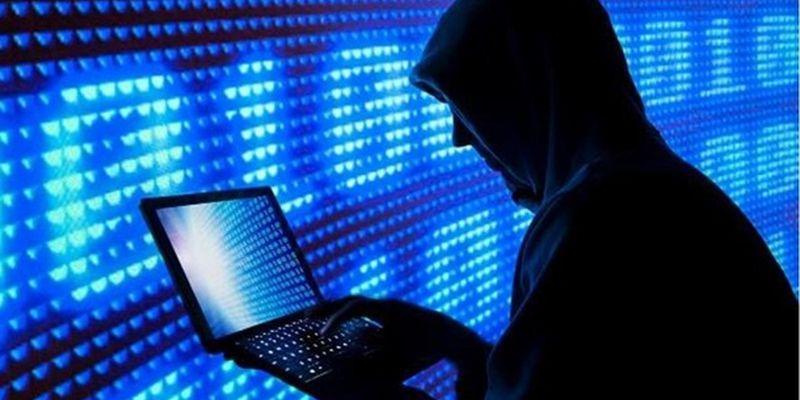Doi tineri din Moldova sunt cercetați penal pentru că spărgeau conturi de Gmail, Facebook și Odnoklassniki