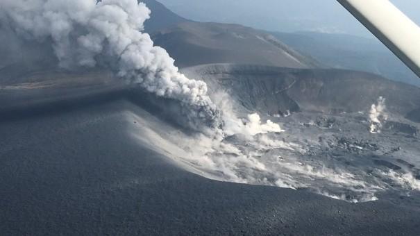 (foto, video) Stare de alertă în Japonia. Vulcanul Shinmoedake izbucnește pentru prima dată în șase ani
