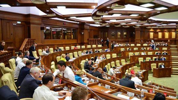 Guvernul și Procuratura,invitați în Parlament pentru a discuta problema alimentației copiilor în școli și grădinițe