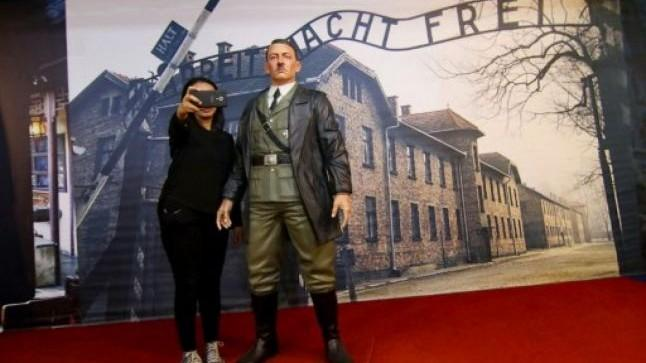 Scandal internațional și expoziție închisă. La un muzeu indonezian vizitatorii îşi făceau selfie cu Adolf Hitler