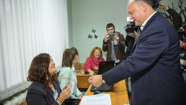 """Leancă despre """"moldoveneasca"""" lui Dodon: """"Atunci când viața îți mai dă o palmă"""""""