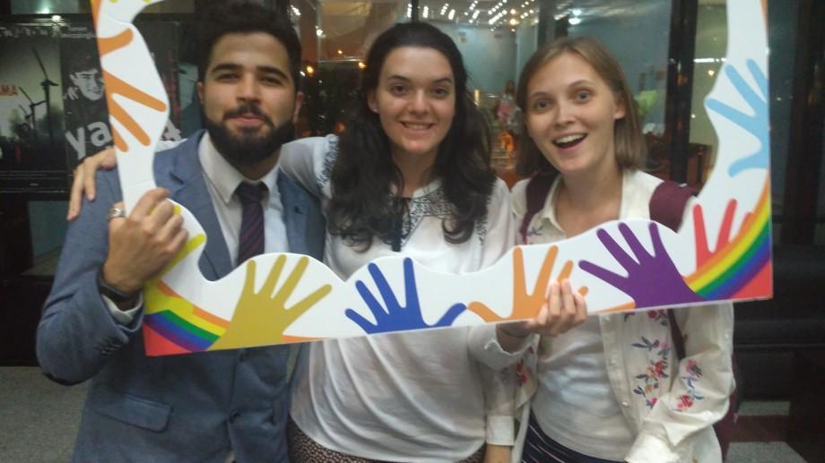 Ești tânăr, cunoști engleza și iubești să călătorești? Participă la un program global de schimb cultural și de voluntariat în proiecte sociale