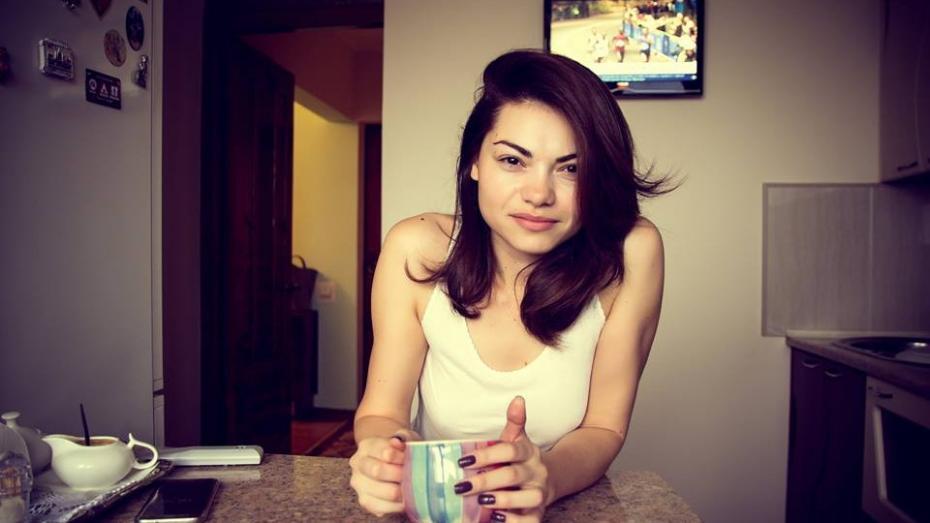 (foto) Un fotograf a încercat să arate frumusețea femeilor din Moldova trezite între ora 6 și 8 dimineața