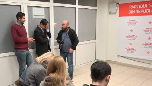 """Reacțiile internauților după închiderea urnelor de vot: """"Referendumul e ca o nuntă moldovenească, nervi mulți, bani mulți, dar se putea și fără el"""""""