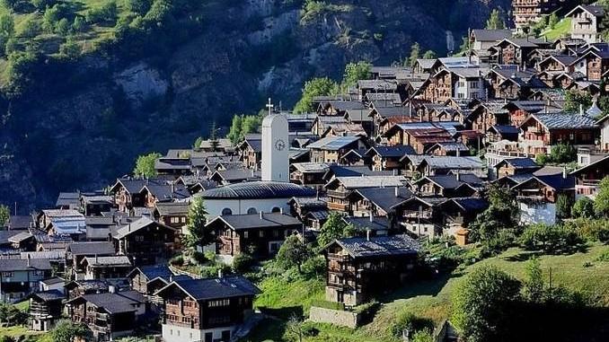 Primăria unui sat din Elveția oferă 60.000 de euro familiilor care vor să se mute acolo