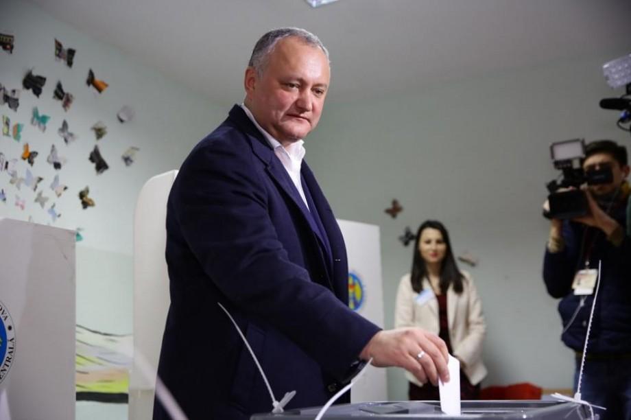 """(video) Dodon a cerut buletin de vot în limba moldovenească: """"Avem doar în limba română"""""""