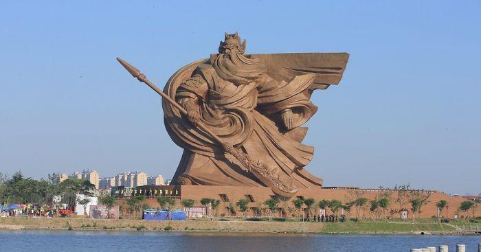 (foto) O statuie gigantică din China, ascunsă timp de decenii, va vedea lumina zilei. Cum arată opera de artă?