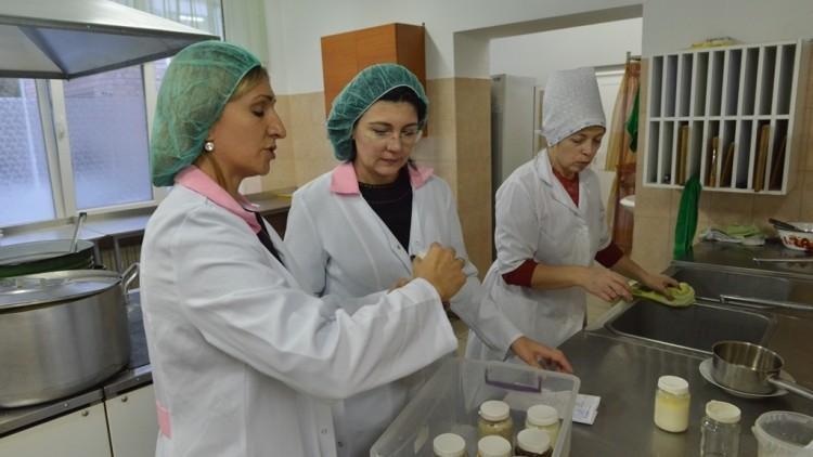 """Silvia Radu a """"mustrat"""" doi funcționari de la Direcția Educație pentru hrișca cu insecte de la grădinița 157"""