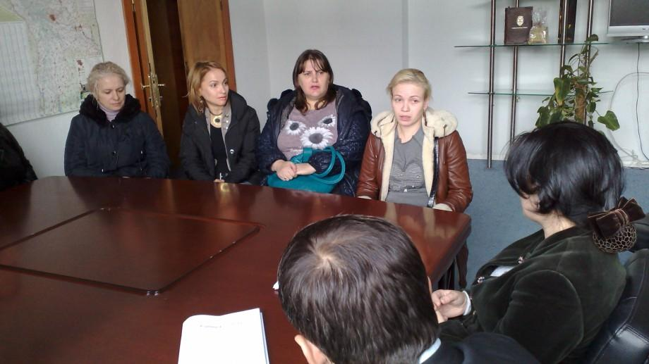 """Părinții elevilor de la liceul """"Mihai Eminescu"""" au ajuns la primărie. Sunt nemulțumiți de lucrările de reparații la clădirea instituției"""