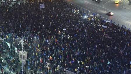 (foto) Protest în Piața Victoriei la București: Peste 20.000 de oameni au participat la mitingul pentru retragerea legilor Justiției