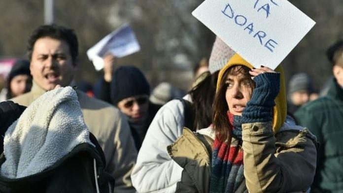 Mii de români au ieșit în stradă în țară și peste hotare. De ce sunt nemulțumiți protestatarii