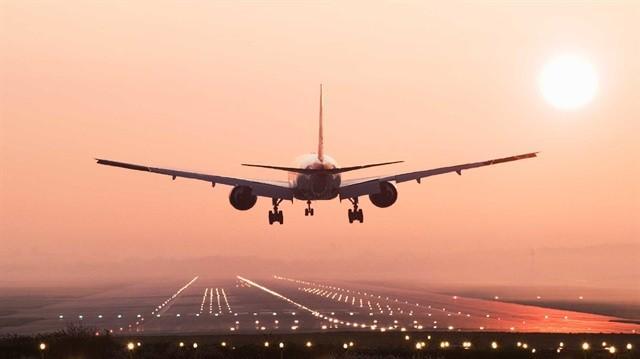 Planifici o călătorie cu avionul? Care sunt cele 7 lucruri pe care ar fi bine să eviţi să le iei la bord