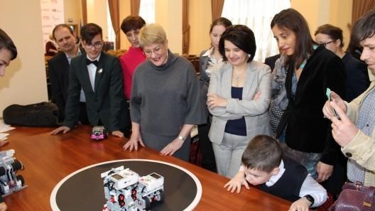 Domeniul roboticii avansează în Moldova. Mai multe instituții de învățământ au primit seturile binemeritate