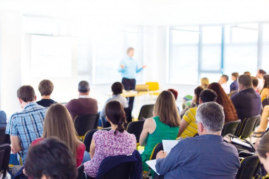 Participă la un Follow-up, organizat de AGEPI și învață cum poți să-ți dezvolți o afacere în domeniul industrii creative