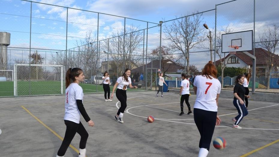 (foto) Teren de minifotbal, baschet și volei. Cum arată complexul sportiv inaugurat la Telenești cu ajutorul băștinașilor de peste hotare