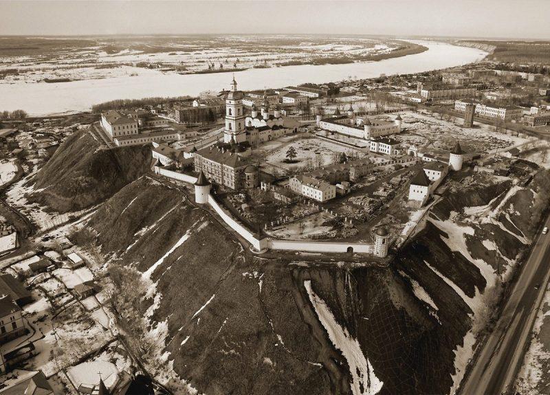 tobolskiyi-kreml-800x575