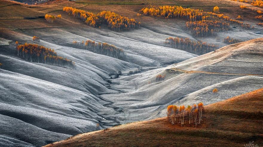 (foto) Un fotograf a prins răsăritul și apusul din Transilvania în câteva imagini excepționale. Timpul parcă s-a oprit în loc