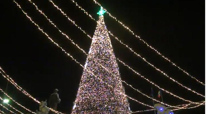 (live video) La Orhei se desfășoară inaugurarea pomului de Crăciun