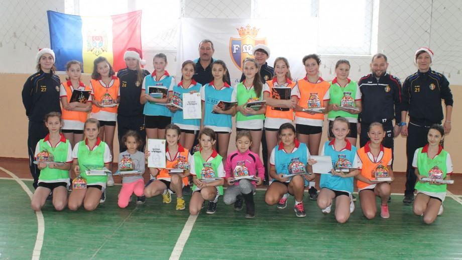 (video) Masterclass de la cei mai buni fotbaliști și fotbaliste din Moldova pentru discipolii Şcolii Sportive din Măgdăceşti