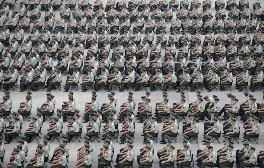 """(foto) Un """"ocean"""" de oameni. Cum arată într-o serie de fotografii populația statului chinez"""