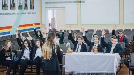 """Vicepreședintele Partidului Nostru și-a exercitat dreptul de vot: """"Aici e ca în Codrii Moldovei – liniște, liniște"""""""