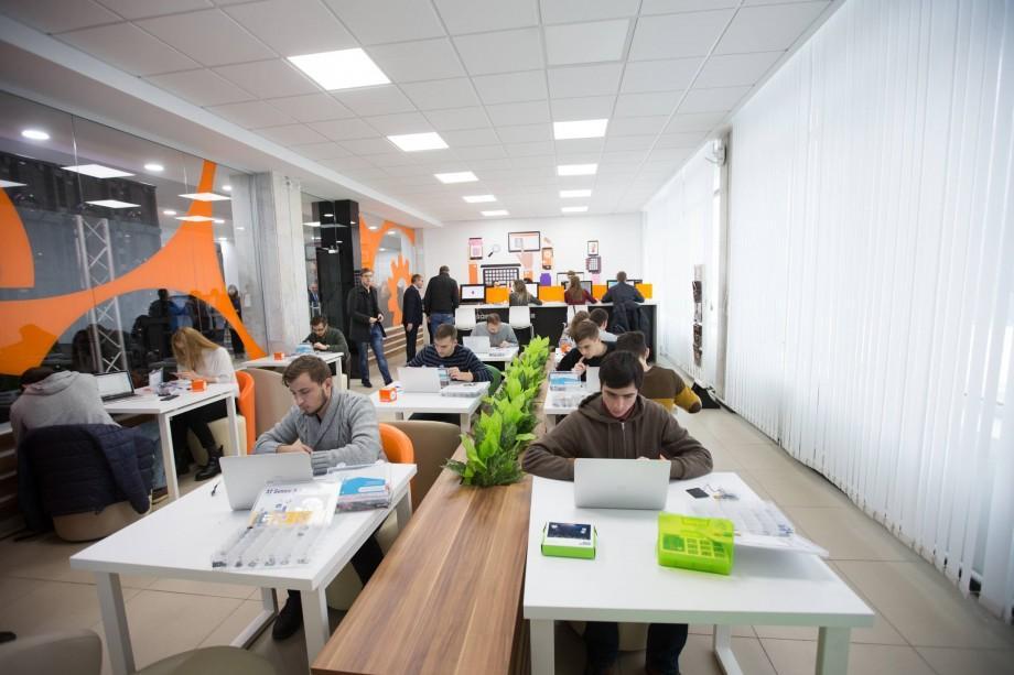 """(video, foto) A fost finalizată cea de-a doua etapă a proiectului """"Orange WIFI Cafe"""" în 9 cele mai mari universități din Moldova"""