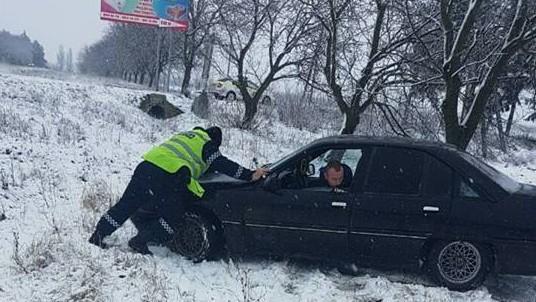 (galerie foto) Atenție, șoferi: lapoviță și ninsori la Ocnița, Briceni și Edineț. Ce recomandă IGP