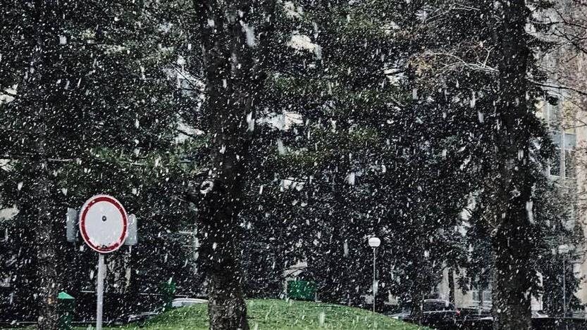(foto) Iarna a ajuns și în Capitală. Cum se văd primii fulgi din Chișinău pe relețele de socializare