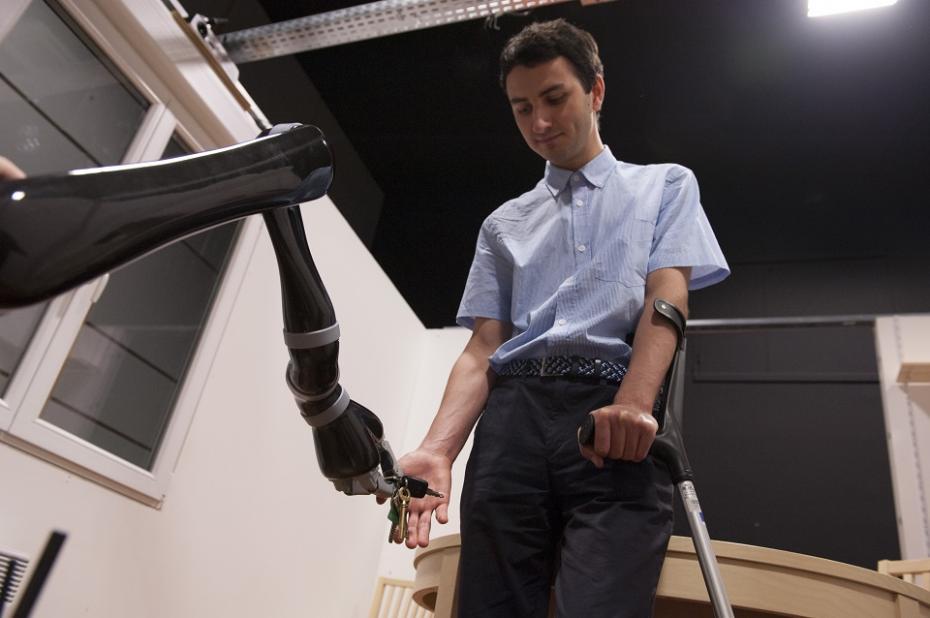 Robot asistent la domiciliu, care ajută la ridicarea obiectelor, Inria, Nancy, Franța