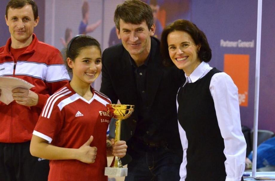 """(foto, video) Fetele de la Liceul Teoretic """"Elada"""" au câștigat turneul de fotbal feminin """"Reunirea"""""""