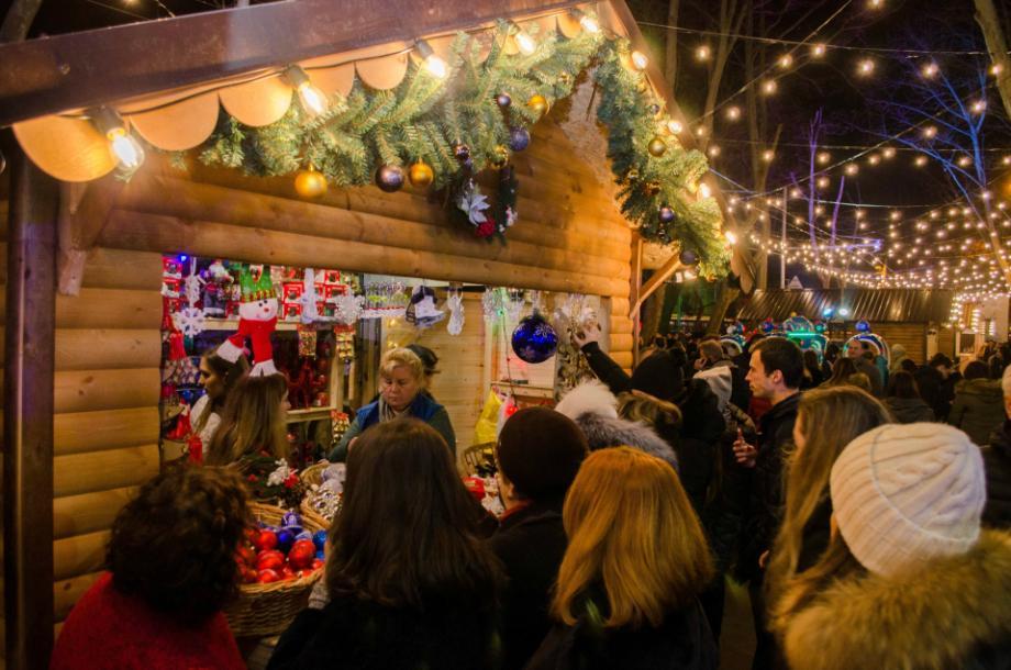 (foto) Cât te costă o oră petrecută la Târgul de Crăciun din Chișinău