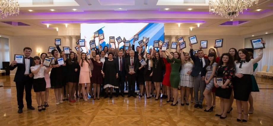 S-a dat startul concursului Burse de Merit 2017 pentru cei mai buni studenți ai țării. Condiții de participare