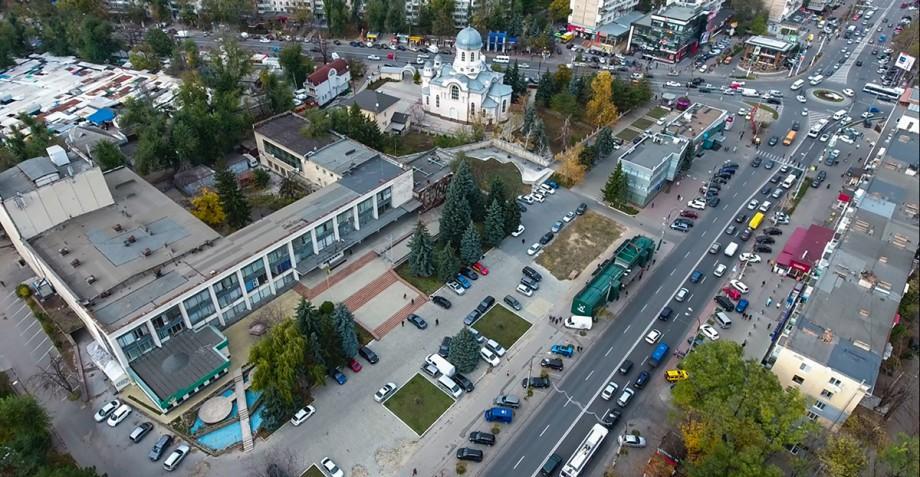 """Investigație Rise.md. Clădirea cumpărată la pachet cu fosta cafenea """"Guguță"""" urmează să fie demolată"""