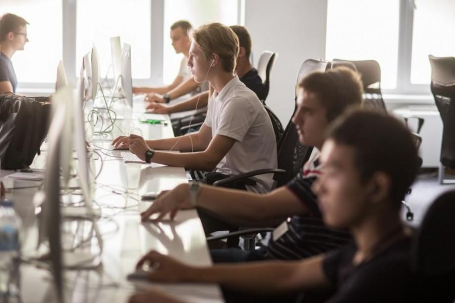 Fundația Y4I lansează un nou program. Participă și tu la cursuri de Time Management, Antreprenoriat, Engleză, Germană și IT