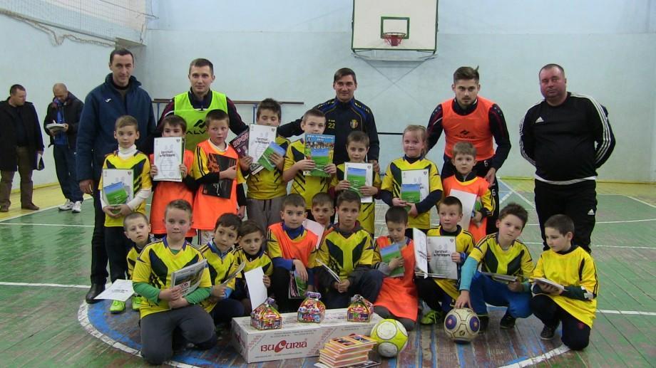 (video) Naționala de fotbal vine în orașul tău. Copiii din Cantemir au învățat trucuri noi de la sportivii din Moldova