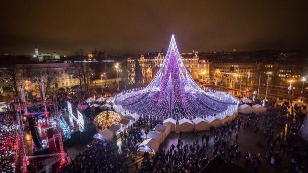 (foto, video) Probabil, cel mai frumos brad din acest an. Unde se află pomul de Crăciun devenit viral pe internet