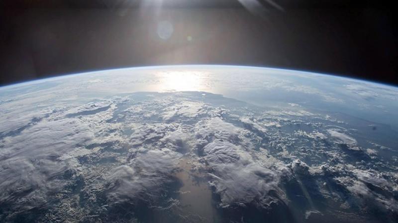 """De ce cântă pământul? Cercetătorii au reușit să capteze """"murmurul"""" Terrei. Iată cum sună"""