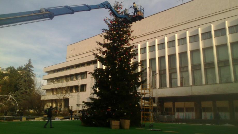 (foto) Pe ultima sută de metri. Cum arată strada 31 august înainte de deschiderea Târgului de Crăciun