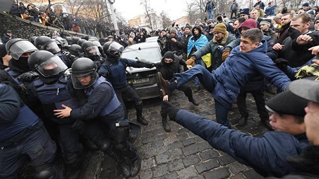(video) Proteste la Kiev. După ce a fost reținut, susținătorii lui Mikhail Saakashvili au reușit să-l elibereze pe politician